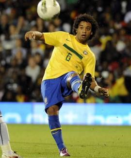 البرازيل مينيزيس يستدعي مارسيلو يستدعي مباراة البوسنة