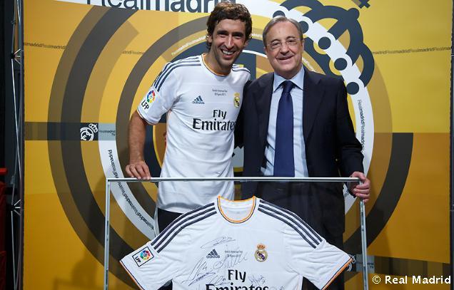 Florentino entregó a Raúl una camiseta firmada | Defensa Central
