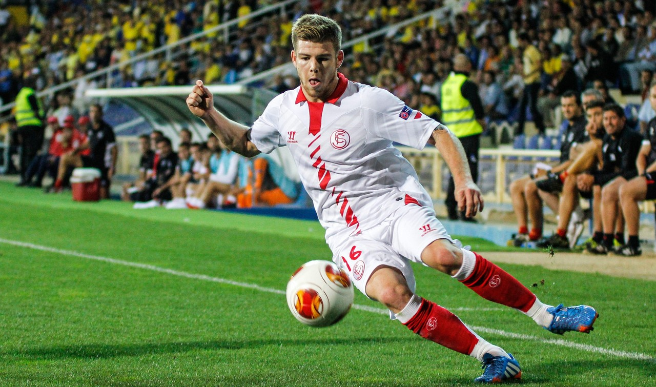 Liverpool make £16.2m (€20m) offer for Sevilla full back Alberto Moreno [Guardian]