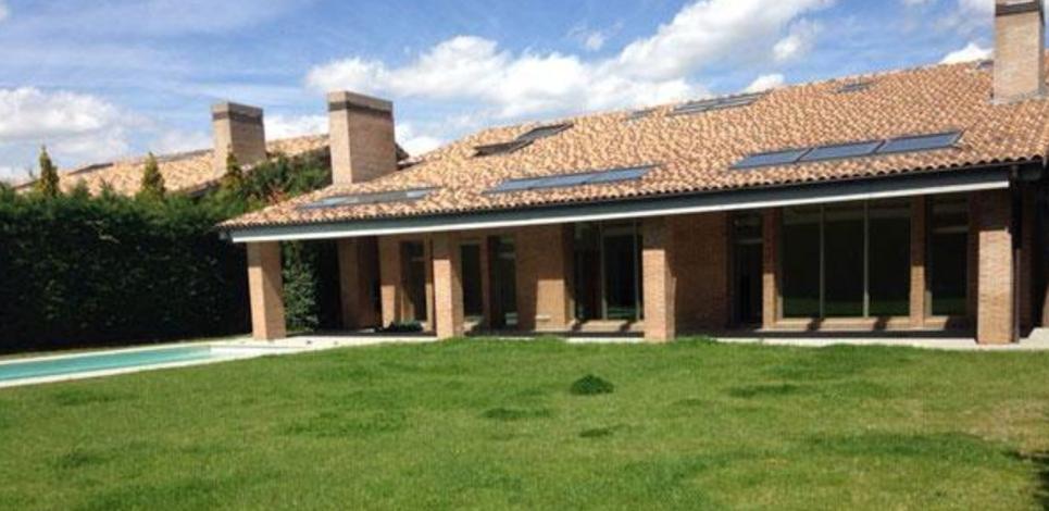 As es la nueva casa de casillas y sara carbonero real for Casillas para jardin