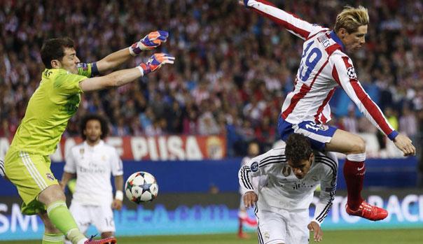 Iker Casillas y Raphael Varane