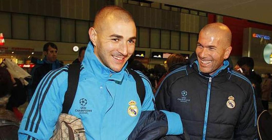 Zidane,%20rie,%20Benzema,%20interior,%20