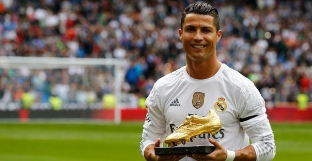 6c8afee42c Cristiano Ronaldo ofreció la Bota de Oro al Bernabéu | Defensa Central