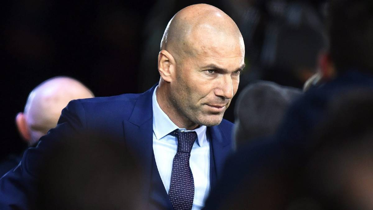 Zidane con traje para el The Best