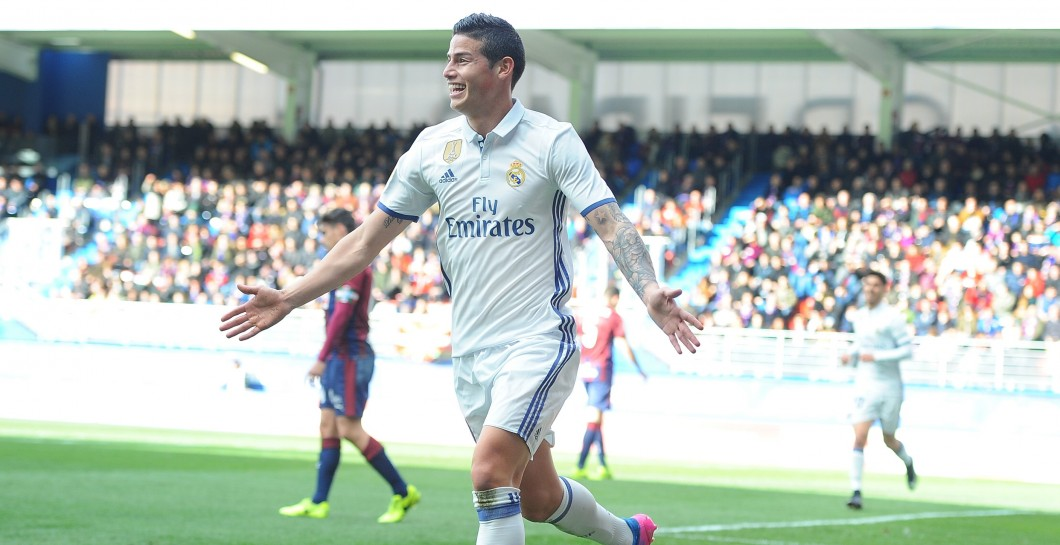 James celebra un gol con el Madrid