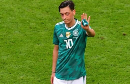 Özil deja su selección con acusaciones muy graves