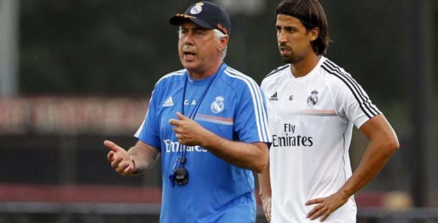 Carlo Ancelotti y Sami Khedira