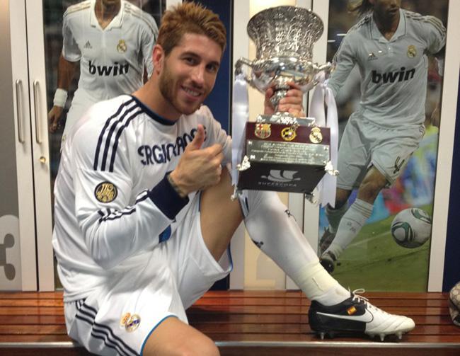http://www.defensacentral.com/userfiles/Ramos_celebra_Supercopa_vestuario.jpg