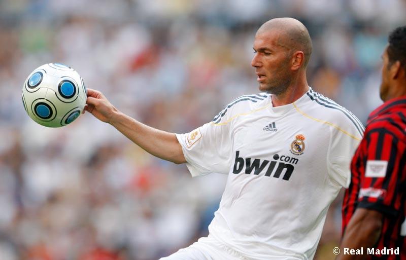 "����� "" �� ������ ������ ��� ���� �� ������ . Zidane_contra_Milan."